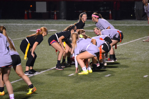 Seniors and Juniors Go Head To Head in Powder Puff