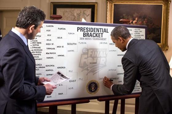 Barack Obama fills put bracket for March Madness. By Pete Souza (White House photographer) [Public domain], via Wikimedia Commons