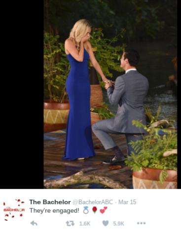 Ben proposes to Lauren in the season finale. Photo @BachelorABC