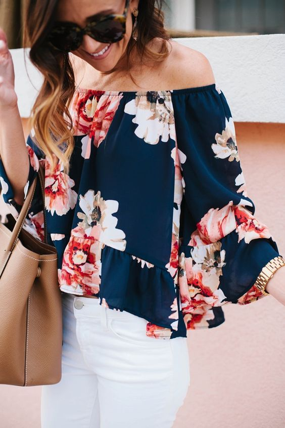 Off+the+shoulder+tops+are+a+major+trend+this+summer.+