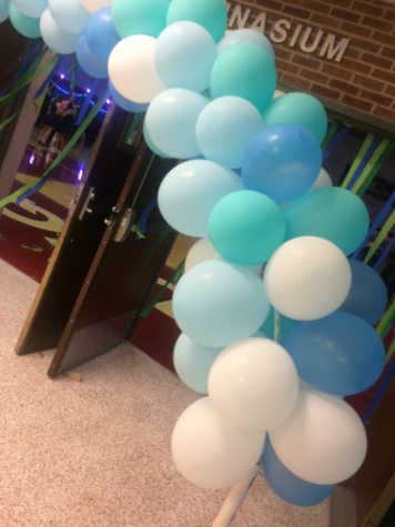 "Students Spent a Night ""Beneath the Waves"" at Homecoming"