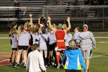 Juniors Beat Seniors in Powder Puff Game