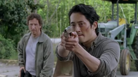 Cinnamon roll Glenn Rhee aims his gun at a surly walker. Screenshot by: Ariel Barbera