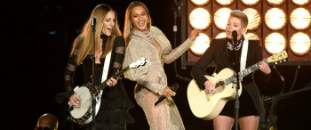 Beyonce performing with the Dixie Chicks (Photo courtesy of Getty Images)