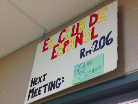 A sign for Spanish club hangs above Mr. Schiffgen's room.  Photo By: Grace Burns