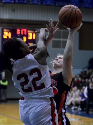 Jaden Walker using under the basket defense. Photo By; York Dispatch