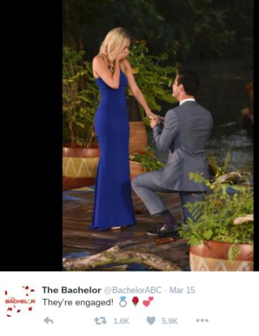 Ben proposes to Lauren in the season finale. Photo @BachelorABC