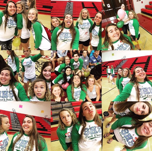 Multiple Link Crew leaders selfie on Orientation Day before the freshmen arrived. Photo by Tess Clancy.