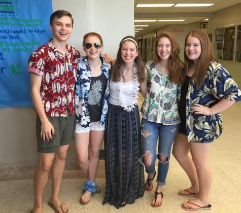 Flowers, Sunglasses, Hats: Susky Celebrates Hawaiian Day