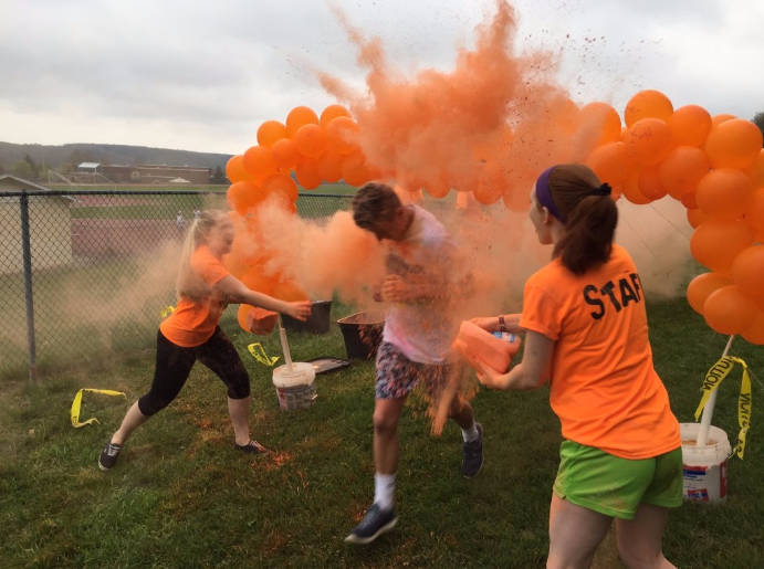 Runners+would+get+paint+thrown+on+them+as+they+ran+through+the+colored+balloons.+Photo+courtesy+from+Suskystuco+via+Twitter.