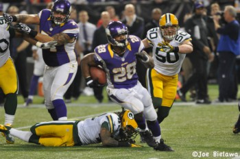 Adrian Peterson runs for big gain. Photo from Keith Allison