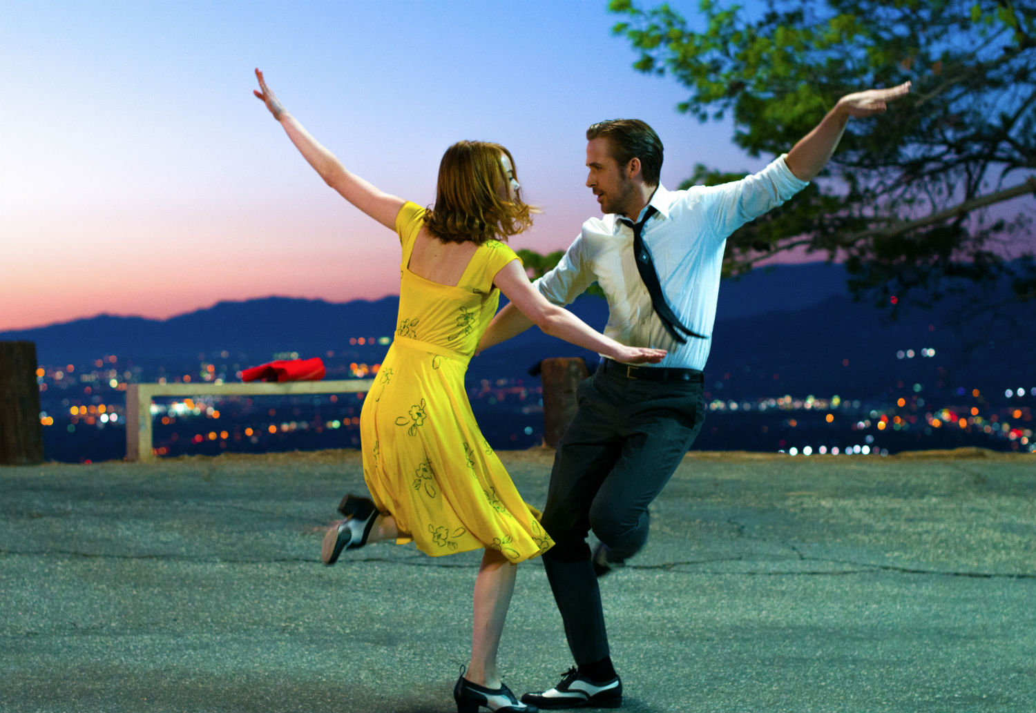 Emma Stone (Mia) and Ryan Gosling (Sebastian) star in