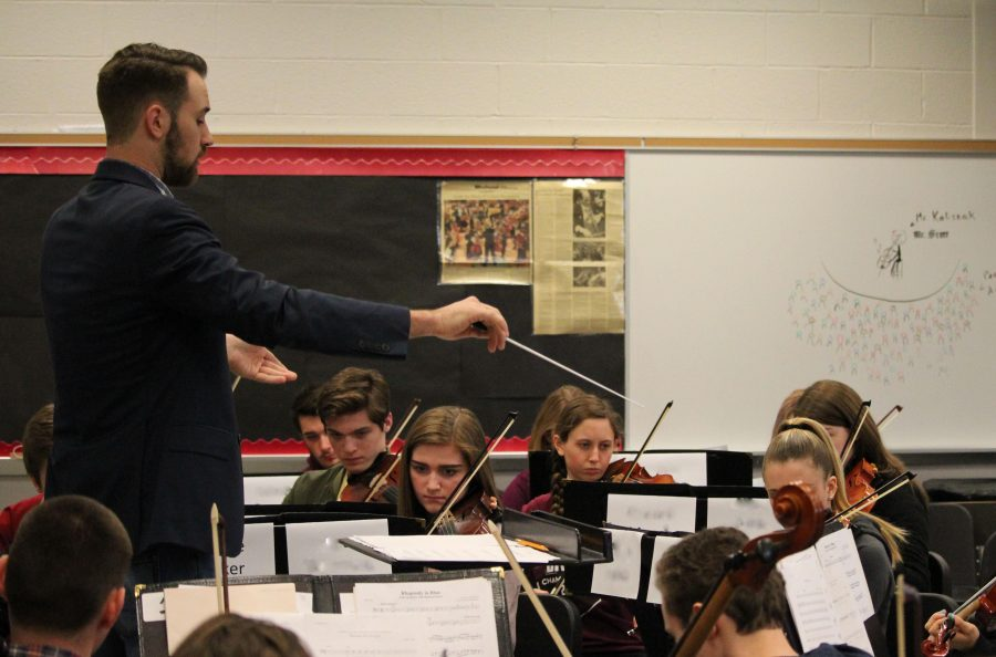 Susquehannock+High+School+orchestra+students+rehearse+for+their+chamber+music+concert+under+the+direction+of+guest+conductor+Derek+Cooper+from+the+Manhattan+School+of+Music.