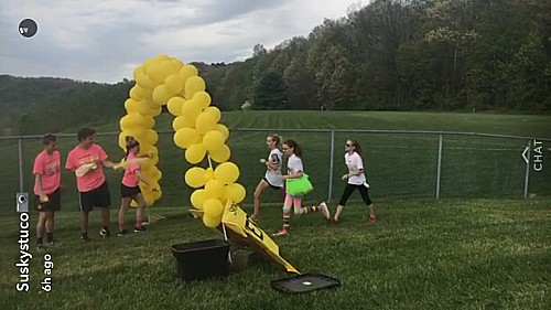 Runners+had+the+chance+to+run+through+five+different+colors%3A+yellow%2C+blue%2C+pink%2C+green+and+purple.