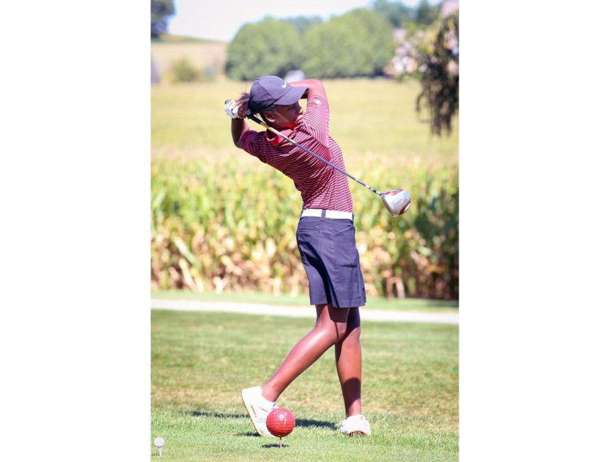 Abrams+practices+her+swing.+Photo+courtesy+of%3A+%40SYCSD+on+Twitter.+