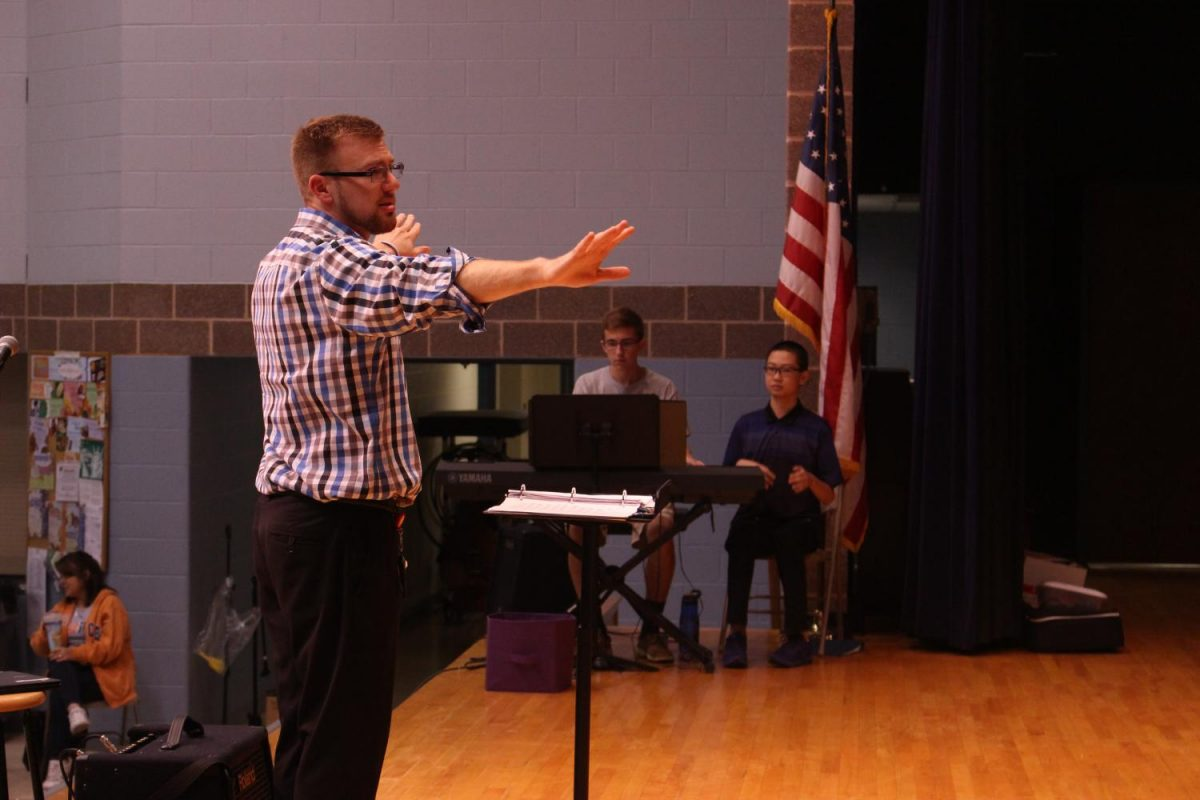 Choir+director+Jay+Althouse+rehearses+%22Step+in+Time%22+with+the+choir.%0APhoto+By%3A+Lizzy+Beall