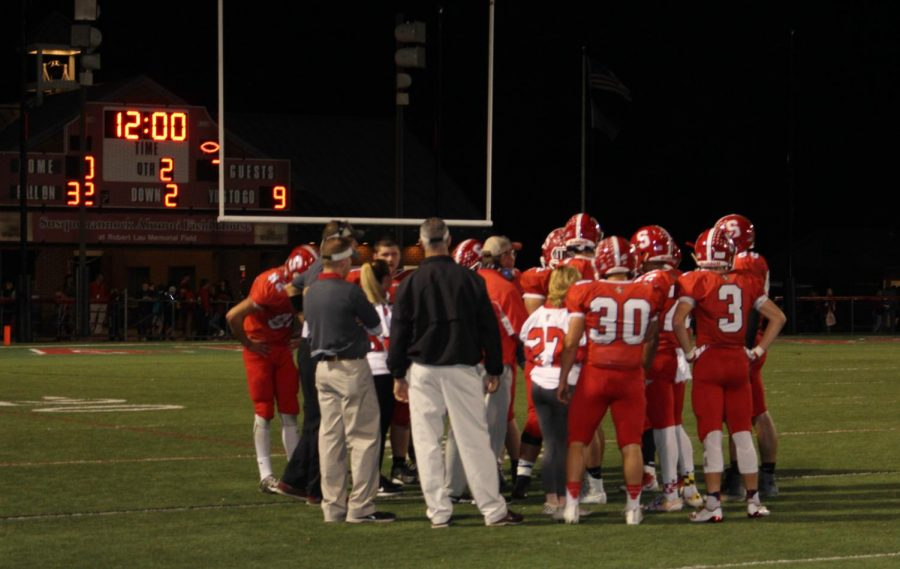 The Warriors gather up for a huddle at the start of the second quarter.
