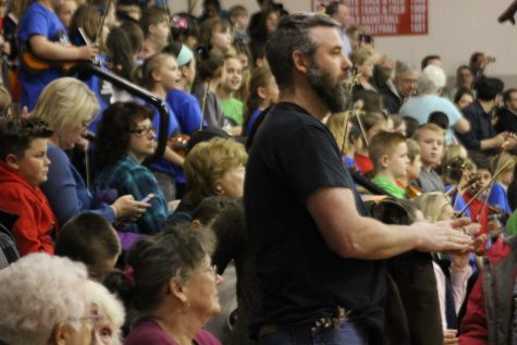 District Orchestra Pleases Fans