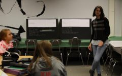 Seniors Teach Middle School Students About Election Day