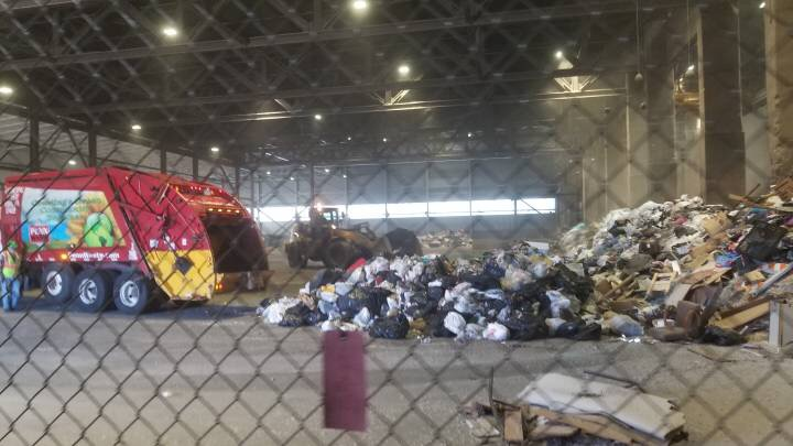 Environmental Science Students Learn about Waste