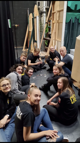 Behind the Scenes: The Role of Stage Crew