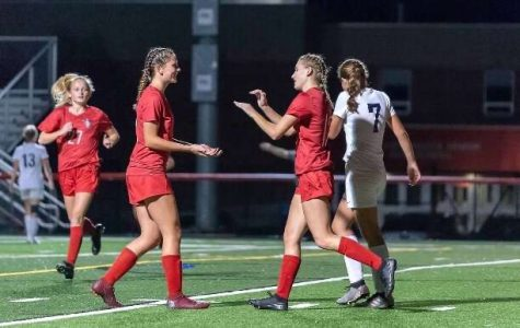 Girls Varsity Soccer Bonds Over Season