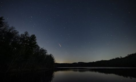 Meteor showers fly across the sky at Lake Williams in York County Pennsylvania. Photograph @Jpavoncello.via Twitter